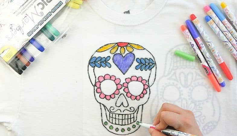 How To Make Custom T-Shirt Designs Using Fabric Markers?